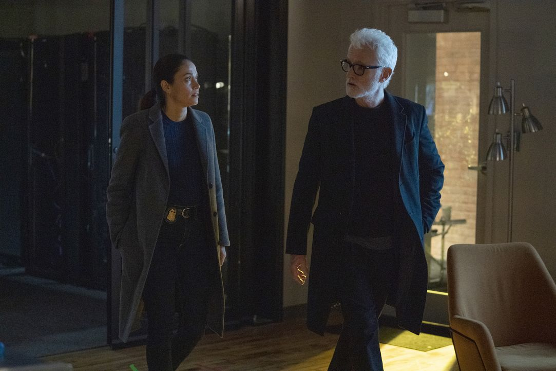 Shea Salazar (Fernanda Andrade, l.); Paul LeBlanc (John Slattery, r.) - Bildquelle: Sandy Morris 2019-2020 Twentieth Century Fox Film Corporation.  All rights reserved / Sandy Morris
