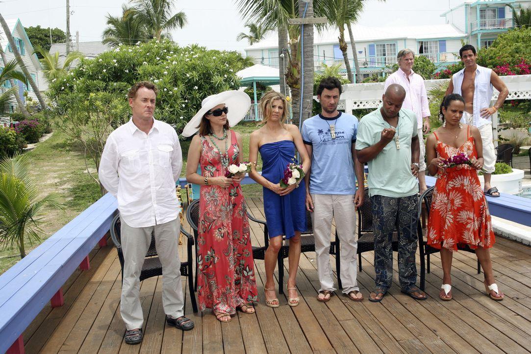 Die Belegschaft des Sacred Heart Hospitals fliegt auf die Bahamas, um der Hochzeit des Hausmeisters mit Lady beizuwohnen: (vorne v.l.n.r.) Cox (John... - Bildquelle: Touchstone Television