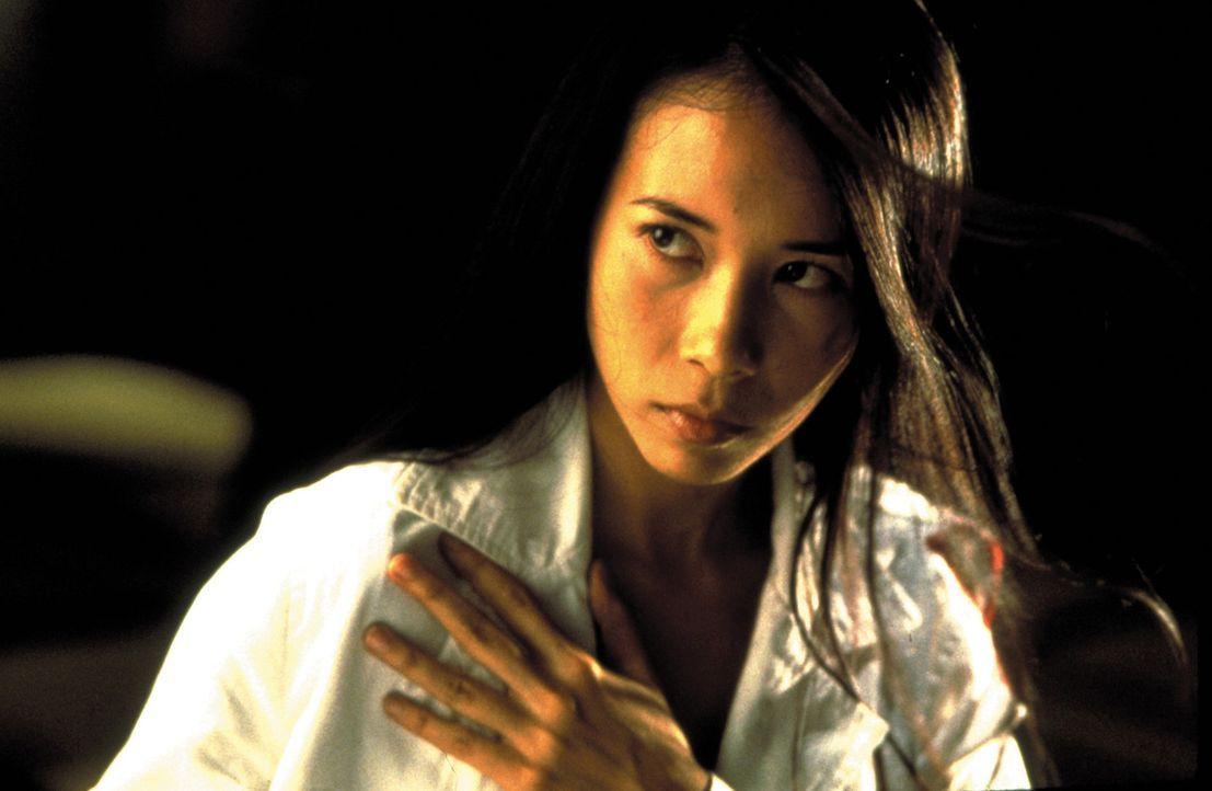 Die Undercover-Agentin Hong (Karen Mok) kommt einem infamen Verbrechen auf die Spur - und wird so zur Zielscheibe skrupelloser Gangster ... - Bildquelle: Sony Pictures Television International. All Rights Reserved.