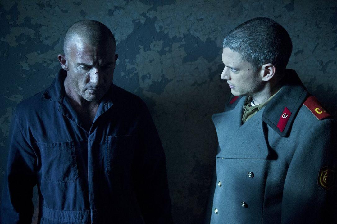 Snart (Wentworth Miller, r.) führt den Befreiungstrupp an, doch kommt er noch rechtzeitig, um Mick (Dominic Purcell, l.) und die anderen zu retten? - Bildquelle: 2015 Warner Bros.