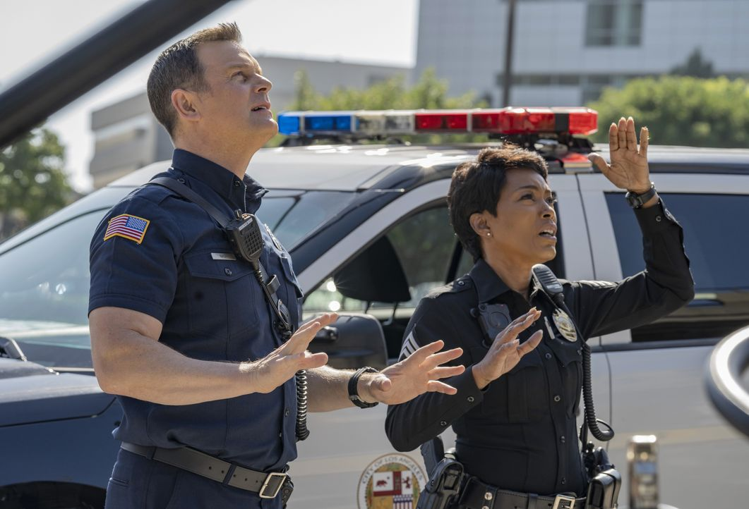 Bobby Nash (Peter Krause, l.); Athena Grant (Angela Bassett, r.) - Bildquelle: 2018-2019 Twentieth Century Fox Film Corporation. All rights reserved.
