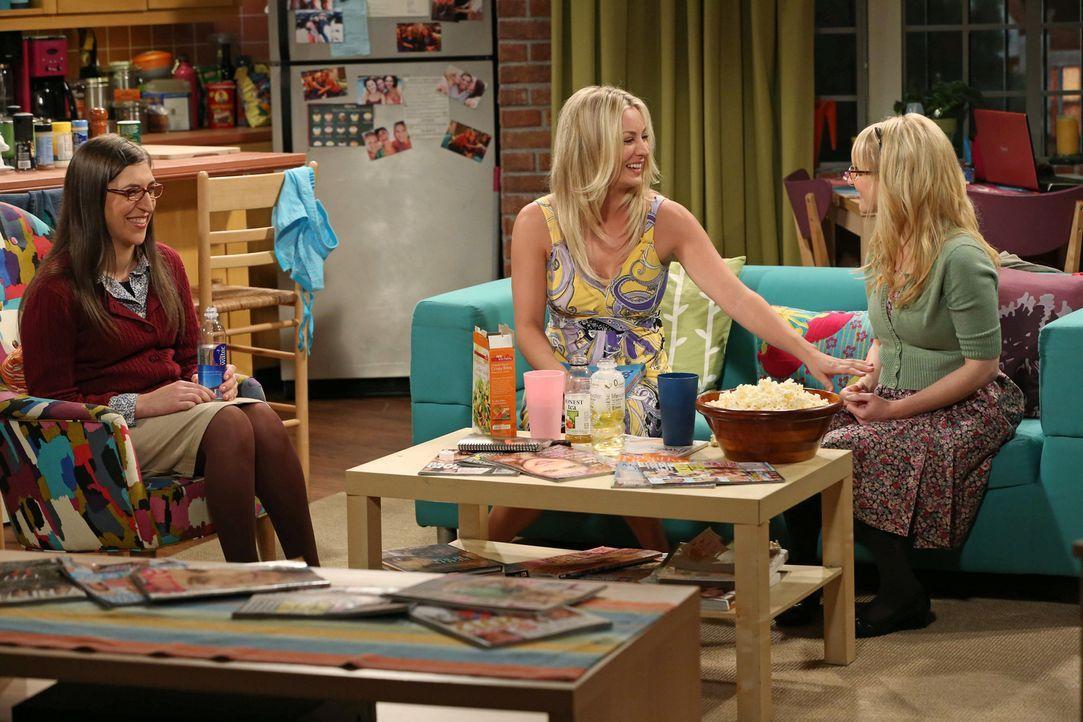 Mädchenabend: Penny (Kaley Cuoco, M.), Bernadette (Melissa Rauch, r.) und Amy (Mayim Bialik, l.) ... - Bildquelle: Warner Bros. Television