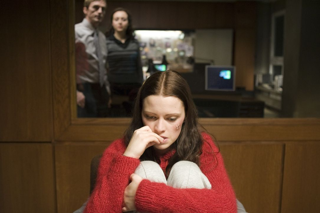 Katrin (Jennifer Ulrich) weiß nicht weiter. Niemand glaubt ihr, dass Annika die ganzen Morde begangen hat - sie wird selbst als Schuldige wahrgenomm... - Bildquelle: KATHARINA SIMMET NFP