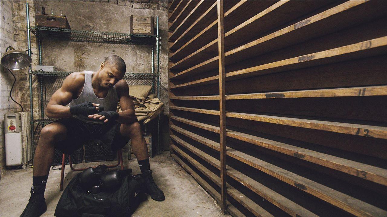 Wird seine Entschlossenheit und Stärke dem jungen Boxer Adonis Johnson (Michael B. Jordan) eine großartige Karriere bescheren? - Bildquelle: 2015 Warner Bros. Entertainment Inc. and Metro-Goldwyn-Mayer Pictures Inc.  All Rights Reserved.