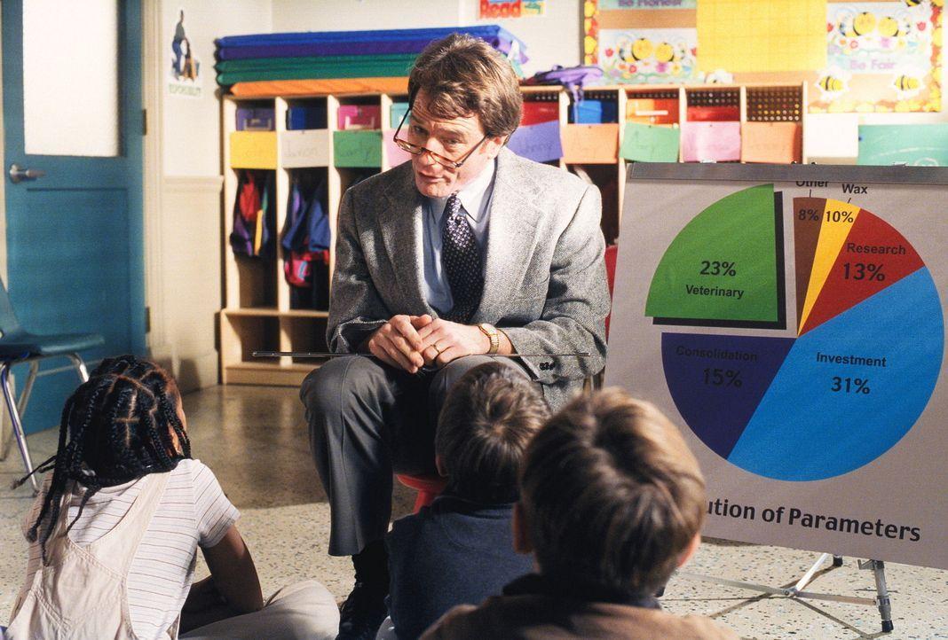 Hal (Bryan Cranston) erzählt in Deweys Klasse von seiner Arbeit. - Bildquelle: TM +   2000 Twentieth Century Fox Film Corporation. All Rights Reserved.