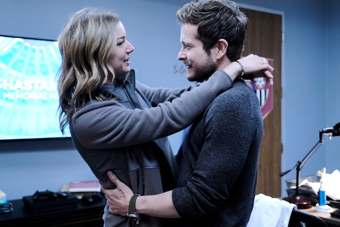 Nicolette Nevin (Emily VanCamp, l.); Dr. Conrad Hawkins (Matt Czuchry, r.) - Bildquelle: Guy D'Alema 2019-2020 Twentieth Century Fox Film Corporation.  All rights reserved. / Guy D'Alema
