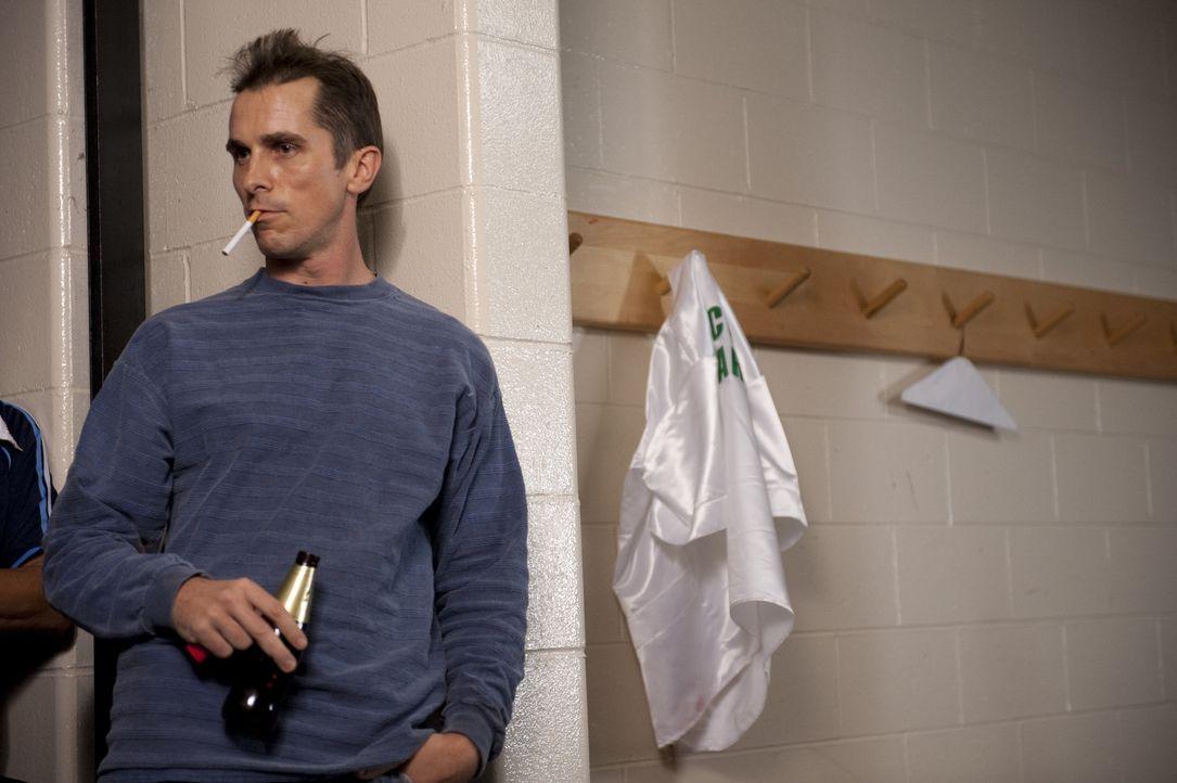 Erst im Knast wird Dicky (Christian Bale) klar, dass er sein Leben ziemlich vor die Wand gefahren hat. Er beginnt dort wieder mit dem Boxtraining ... - Bildquelle: 2010 Fighter, LLC All Rights Reserved