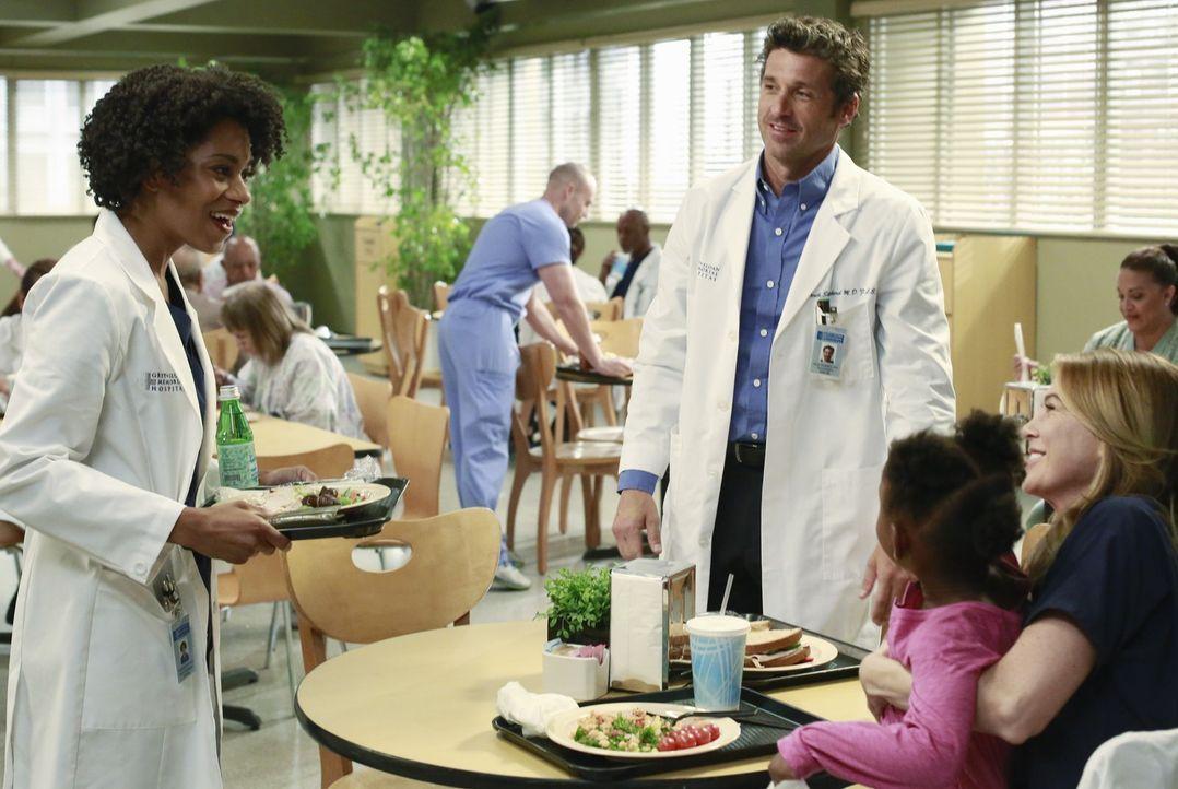 Maggie (Kelly McCreary, l.) ist verwirrt und überrascht, Zola (Jela K. Moore, 2.v.r.) als Adoptivtochter von Meredith (Ellen Pompeo, r.) und Derek (... - Bildquelle: ABC Studios