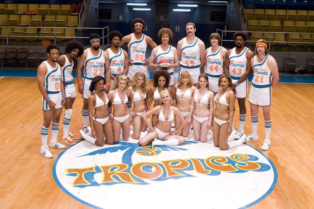 Das grottenschlechte Team der Flint Michigan Tropics (Andre Benjamin, 2.v.l.) will in die NBA aufsteigen. Doch der spielende und trainierende Besitz... - Bildquelle: 2008 Warner Brothers