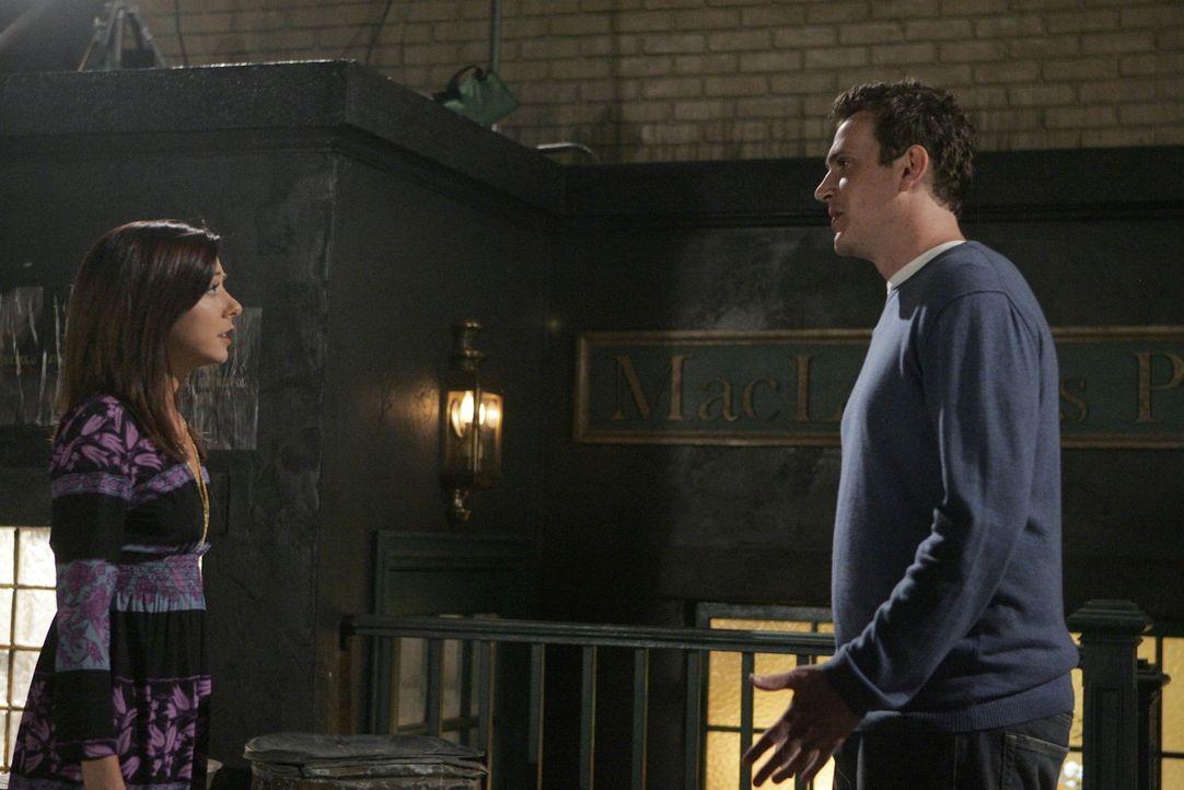 Nach einem Barbesuch mit Barney trifft Marshall (Jason Segel, r.) zu seiner Überraschung auf  Lily (Alyson Hannigan, l.). Sie bittet ihn, ihr zu ve... - Bildquelle: 20th Century Fox International Television