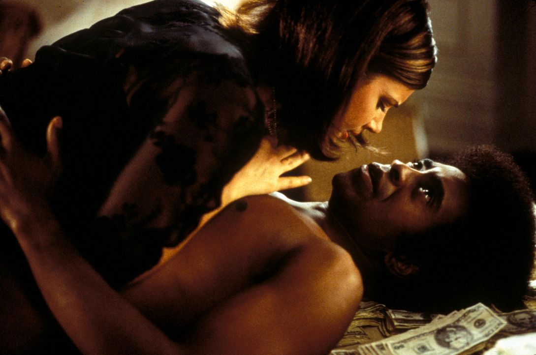 Auch Honey DeLune (Tiffani-Amber Thiessen, l.) ist dem 'Ladies Man' (Tim Meadows, r.) verfallen ... - Bildquelle: Marni Grossman 2000 by Paramount Pictures Corp.