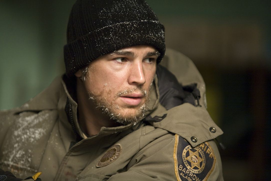 Hat nur wenig Hoffnung, solange durchzuhalten, bis die Sonne wieder zum Vorschein kommt. Da kommt Sheriff Eben (Josh Hartnett) eine Idee, wie er die... - Bildquelle: 2007 Columbia Pictures Industries, Inc. All Rights Reserved.
