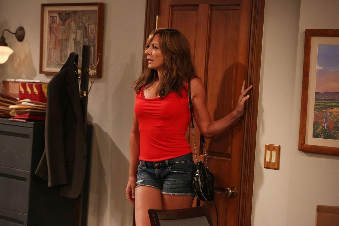 Bonnie (Allison Janney) hat einen neuen Flirt an der Angel ... - Bildquelle: 2015 Warner Bros. Entertainment, Inc.