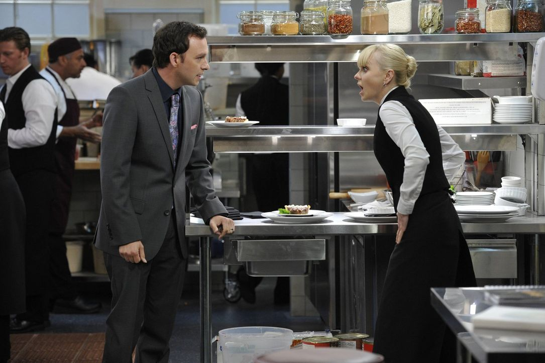 Wieder einmal versucht Christy (Anna Faris, r.) ergebnislos, ihrem Boss Gabriel (Nate Corddry, l.) klarzumachen, dass ihre Affäre beendet ist. Selbs... - Bildquelle: Warner Brothers Entertainment Inc.