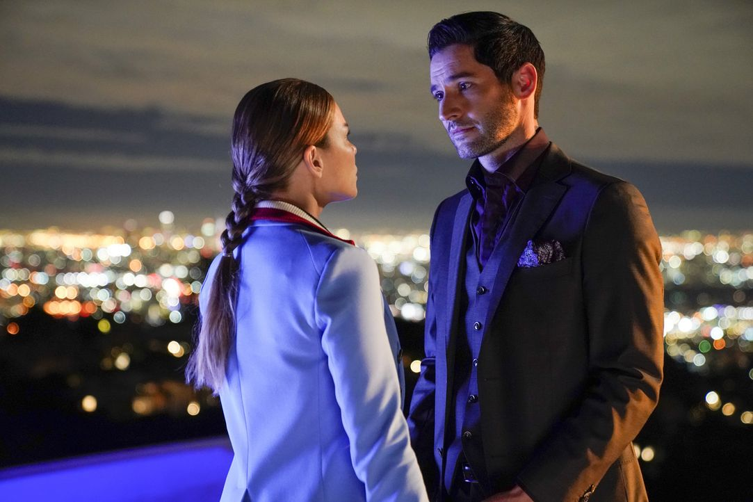 Chloe (Lauren German, l.); Lucifer (Tom Ellis, r.) - Bildquelle: Erik Voake 2017 Fox Broadcasting Co.