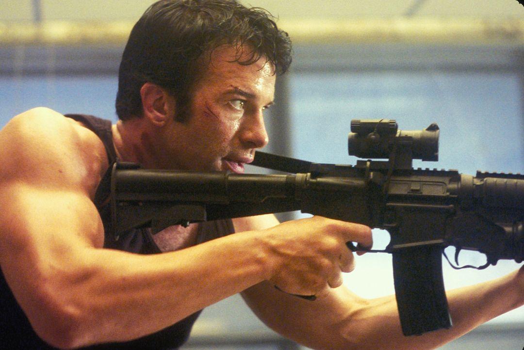 Getrieben von fulminanten Rachegefühlen bereitet Frank (Thomas Jane) seinen Feldzug vor. Er rüstet sich mit einem üppigen Waffenarsenal aus und s... - Bildquelle: Sony Pictures Television International. All Rights Reserved.
