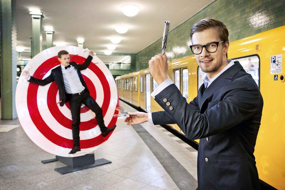Willkommen in der Manege des Wahnsinns! Joko Winterscheidt (r.) und Klaas Heufer-Umlauf (l.) ... - Bildquelle: Arne Weychardt ProSieben