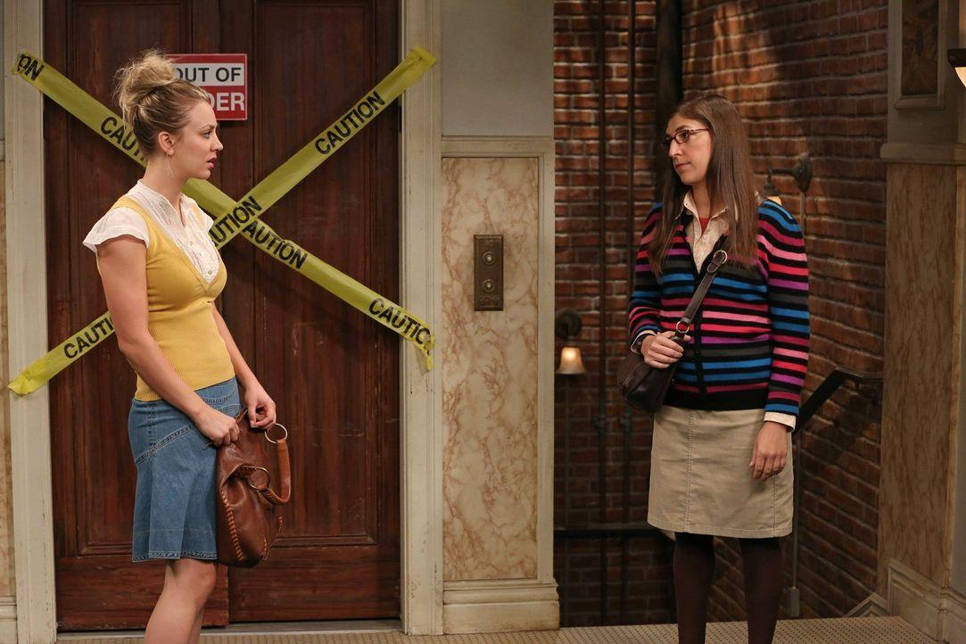 Ihre Männer geraten in Streit: Amy (Mayim Bialik, l.) und Penny (Kaley Cuoco, r.) ... - Bildquelle: Warner Bros. Television