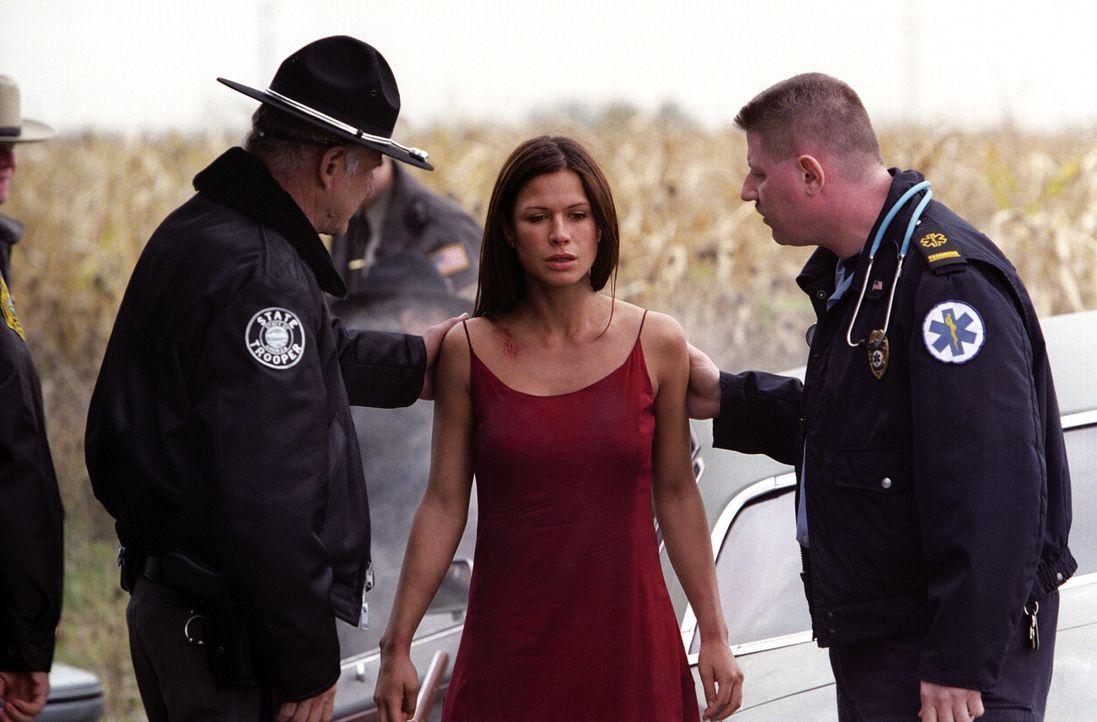 Nachdem sie den Angriff des psychopathischen Autobahn-Killers überlebt hat, ist sie vor ihm nicht mehr sicher: Molly (Rhona Mitra, M.) ... - Bildquelle: Warner Bros.