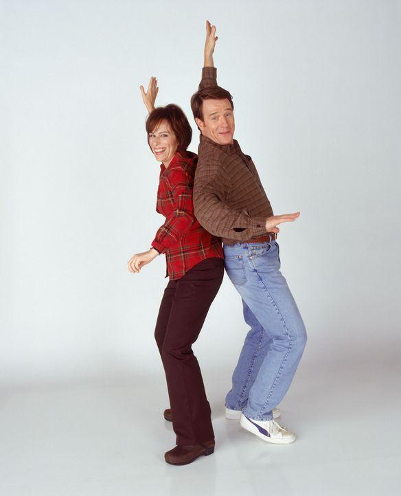 (5. Staffel) - Freuen sich auf ihren Nachwuchs: Mutter Lois (Jane Kaczmarek, l.) und Vater Hal (Bryan Cranston, r.) ... - Bildquelle: TM +   2000 Twentieth Century Fox Film Corporation. All Rights Reserved.