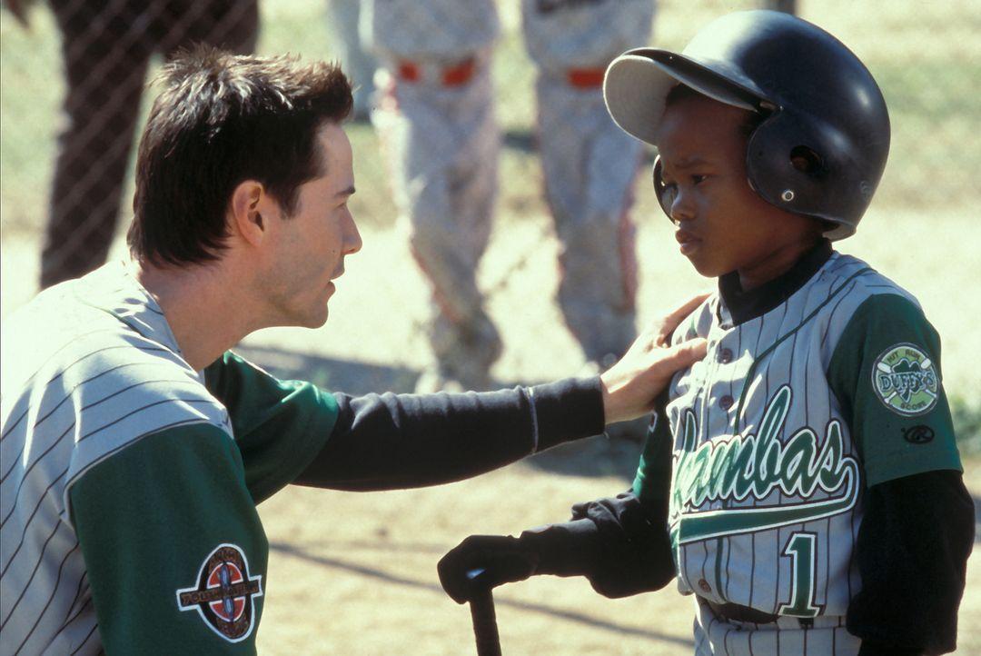 Die letzten Tipps vor dem entscheidenden Spiel: G-Baby (DeWayne Warren, r.) und Conor (Keanu Reeves, l.) ... - Bildquelle: Paramount Pictures