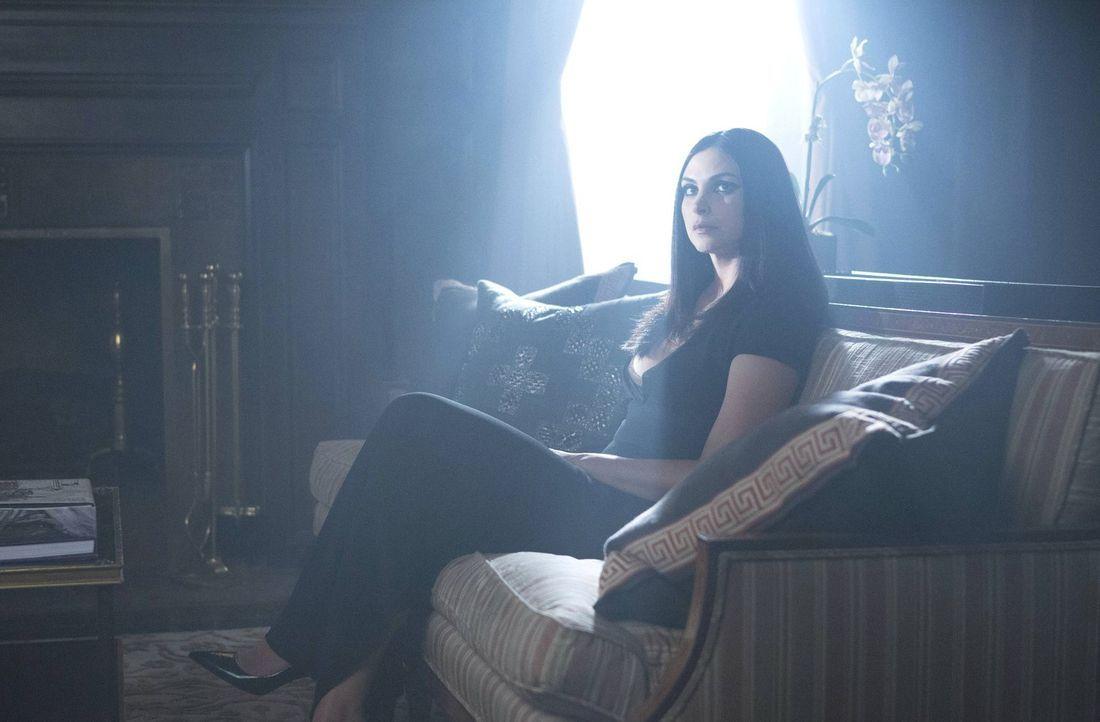 Dr. Leslie Thompkins (Morena Baccarin) hat ihre eigenen Pläne: Sie will die Stadt verlassen und Gordon soll sie begleiten. Doch was wird er tun? - Bildquelle: Warner Brothers