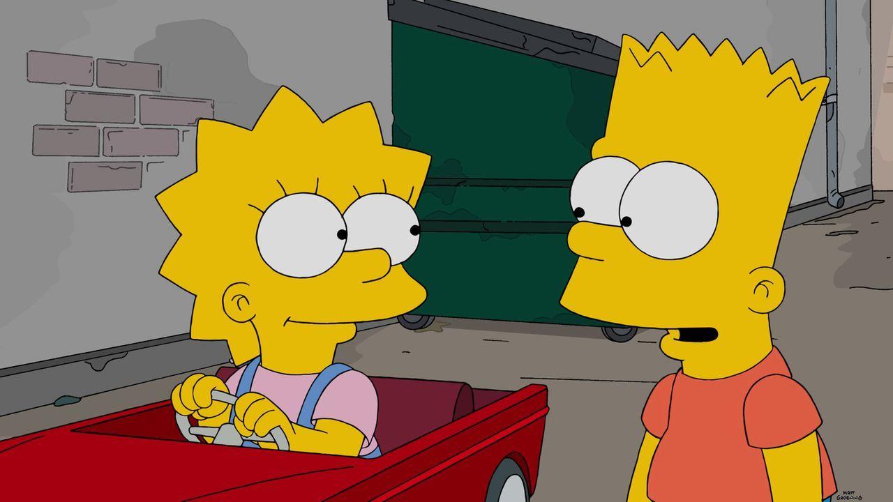 Wie kommen Lisa (l.) und Bart (r.) nur an den Schulrowdys vorbei? - Bildquelle: 2014 Twentieth Century Fox Film Corporation. All rights reserved.