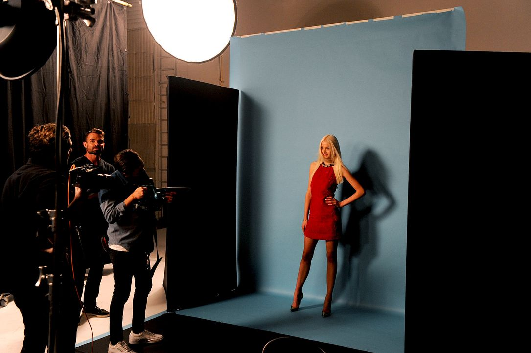GNTM-Stf10-Epi14-Cosmo-Cover-Shooting-063-ProSieben-Micah-Smith - Bildquelle: ProSieben/ Micah Smith