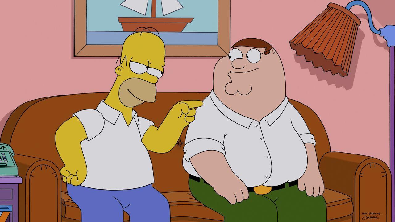 Treffen durch Zufall aufeinander. Doch werden sich Homer (l.) und Peter (r.) gut verstehen? - Bildquelle: 2015-2016 Fox and its related entities. All rights reserved.