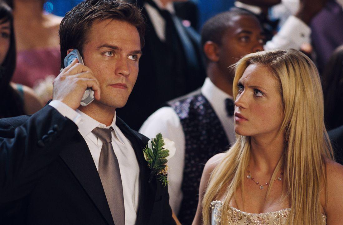 Als Donna (Brittany Snow, r.) und Bobby (Scott Porter, l.) bemerken, dass etwas nicht stimmt, ist es für einige von ihnen bereits zu spät ... - Bildquelle: 2008 Screen Gems, Inc. and Miramax Film Corp. All Rights Reserved.
