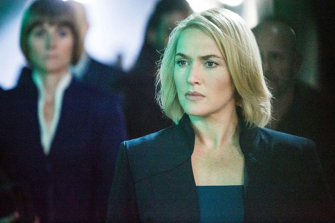 Die skrupellose Jeanine Matthews (Kate Winslet), die Anführerin der Fraktion der intelligenten Ken, macht Jagd auf die Mitglieder der anderen vier F... - Bildquelle: 2014 Concorde Filmverleih GmbH