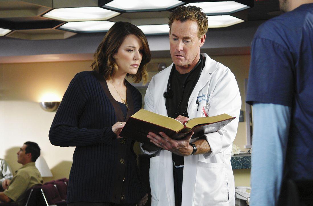 Werden Jordan (Christa Miller, l.) und Cox (John C. McGingley, r.) J.D. vermissen? - Bildquelle: Touchstone Television