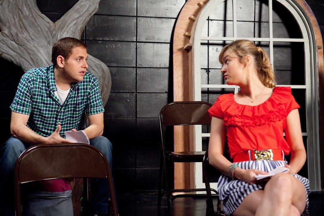 Im Schauspielkurs erfährt Schmidt (Jonah Hill, l.) von Molly (Brie Larson, r.), wie er Kontakt mit dem Drogendealer aufnehmen kann. Es ist der coole... - Bildquelle: TM &  2014 Metro-Goldwyn-Mayer Studios Inc. All Rights Reserved.