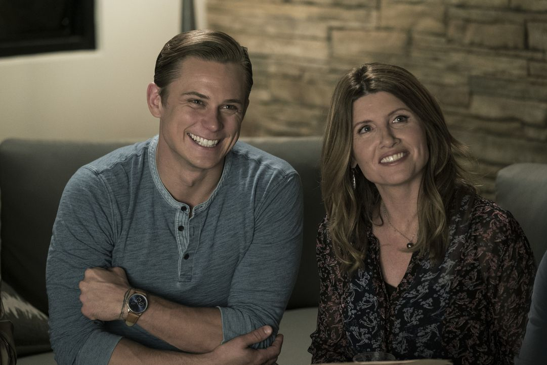 Ryan (Billy Magnussen, l.); Sarah (Sharon Horgan, r.) - Bildquelle: Warner Bros. Entertainment, Inc.