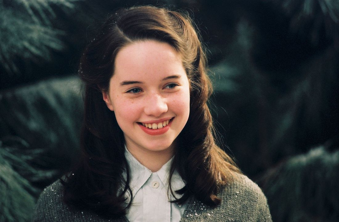 Susan Pevensie (Anna Popplewell) und ihre Geschwister stoßen mittels eines geheimnisvollen Schrankes in eine fremde Welt ... - Bildquelle: Disney Enterprises. All rights reserved
