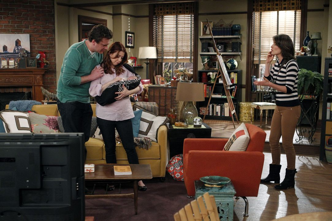 Robin (Cobie Smulders, r.) hat von Marshall (Jason Segel, l.) und Lily (Alyson Hannigan, M.) den Auftrag bekommen, ein Foto für eine Postkarte zu ma... - Bildquelle: 20th Century Fox International Television