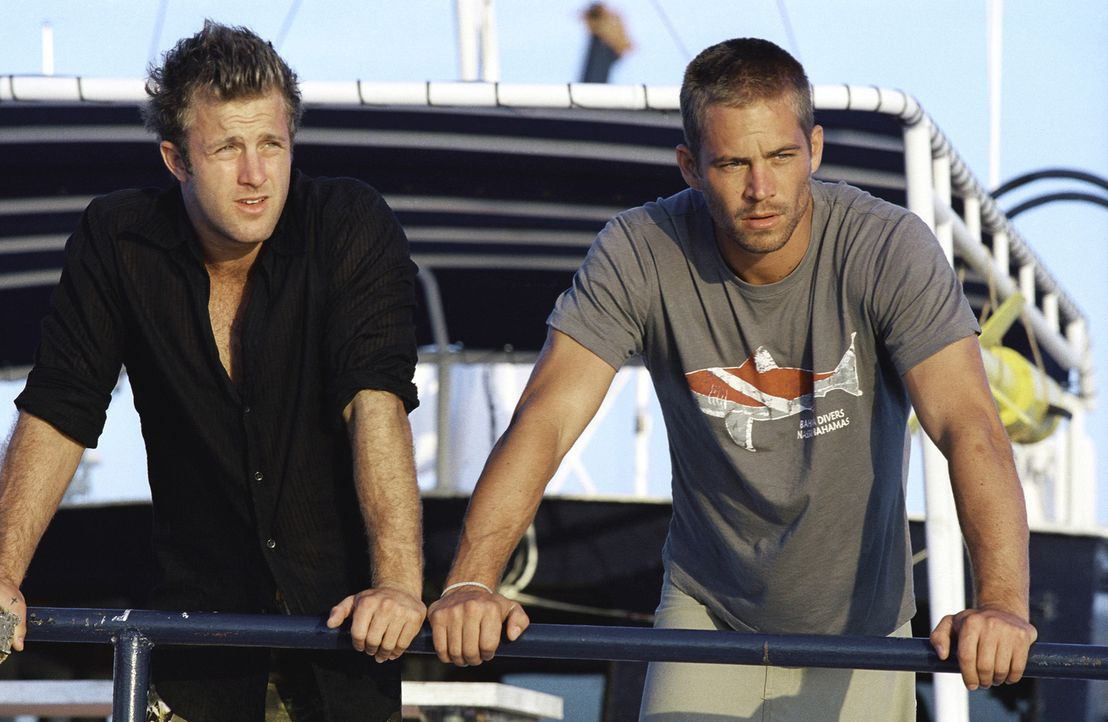 Als sein alter Jugendfreund Bryce (Scott Caan, l.) ihn auf den Bahamas besucht, gerät der Tauchlehrer Jared (Paul Walker, r.) in die Zwickmühle. D... - Bildquelle: Metro-Goldwyn-Mayer Studios Inc. All Rights Reserved.