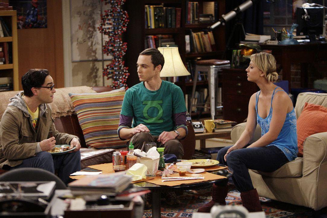 Als Leonard (Johnny Galecki, l.) Sheldon (Jim Parsons, M.) bittet, netter zu seiner Freundin zu sein, beschließt dieser, Penny (Kaley Cuoco, r.) wi... - Bildquelle: Warner Bros. Television