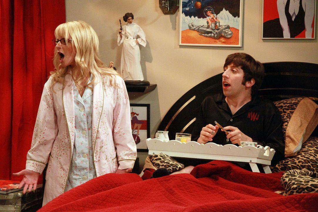 Leonard und Amy lernen sich etwas besser kennen, während Howard (Simon Helberg, r.) und Bernadette (Melissa Rauch, l.) das Wochenende mit Mrs. Wolow... - Bildquelle: Warner Bros. Television