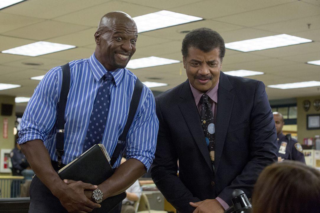 Terry Jeffords (Terry Crews, l.); Neil deGrasse Tyson (r.) - Bildquelle: John P. Fleenor 2015 UNIVERSAL TELEVISION LLC. All rights reserved. / John P. Fleenor