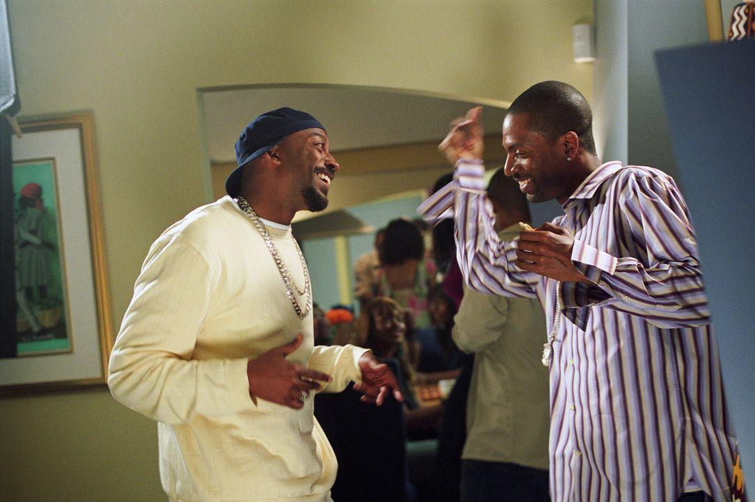 """Handshake Party Guy (Jess Mal Gibbons, l.) und Dana (Tony Rock, r.) machen sich eines Tages auf die Suche nach einem """"verlorenen Sohn ... - Bildquelle: Warner Brothers"""