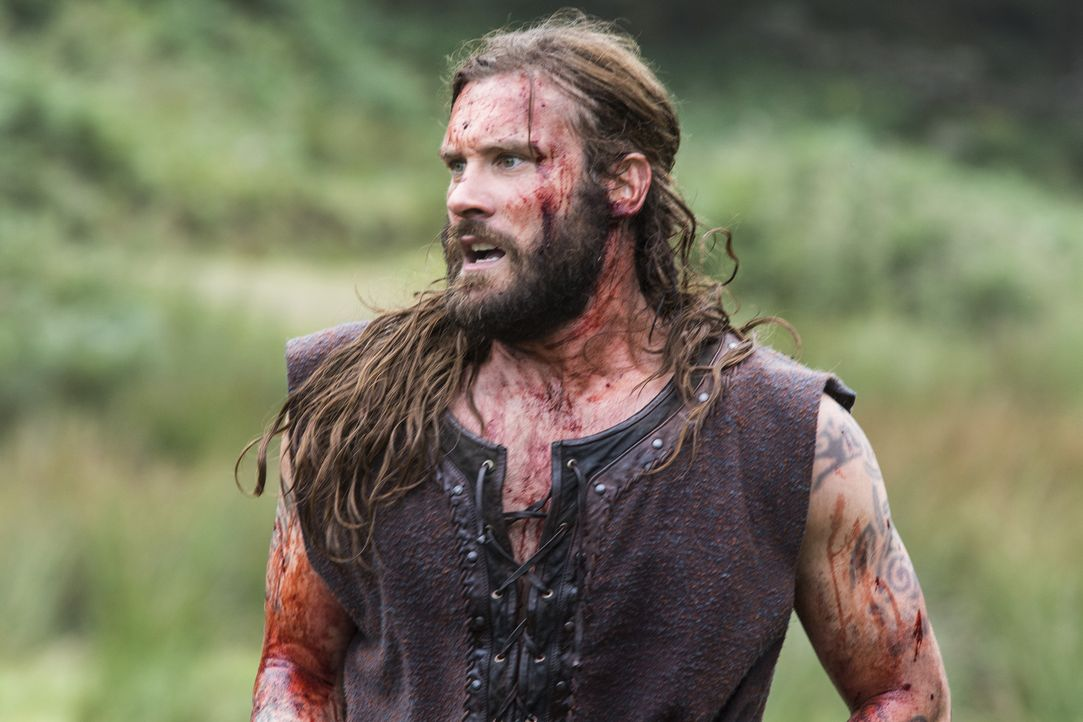 Im Kampf gegen Jarl Borg: Rollo (Clive Standen) ... - Bildquelle: 2014 TM TELEVISION PRODUCTIONS LIMITED/T5 VIKINGS PRODUCTIONS INC. ALL RIGHTS RESERVED.