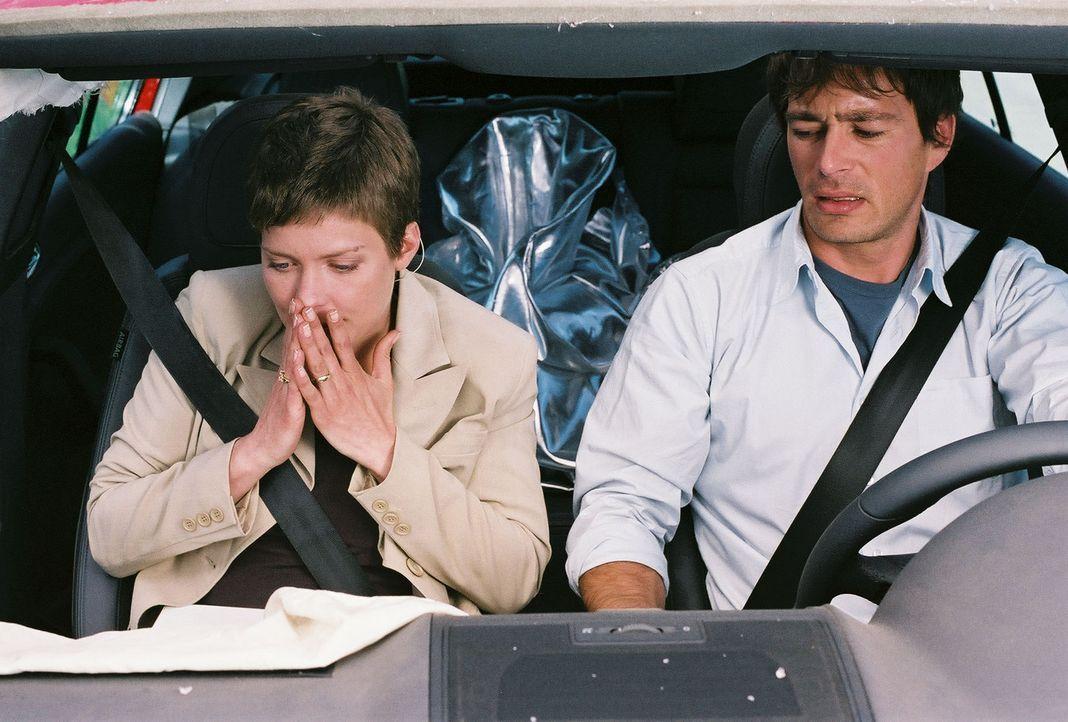 Jeder Fluchtversuch von Ben (Jan Sosniok, r.) und Kristina (Valerie Niehaus, l.) zieht sofort drastische Strafen nach sich. Eine Autofahrt ohne Wied... - Bildquelle: Prosieben