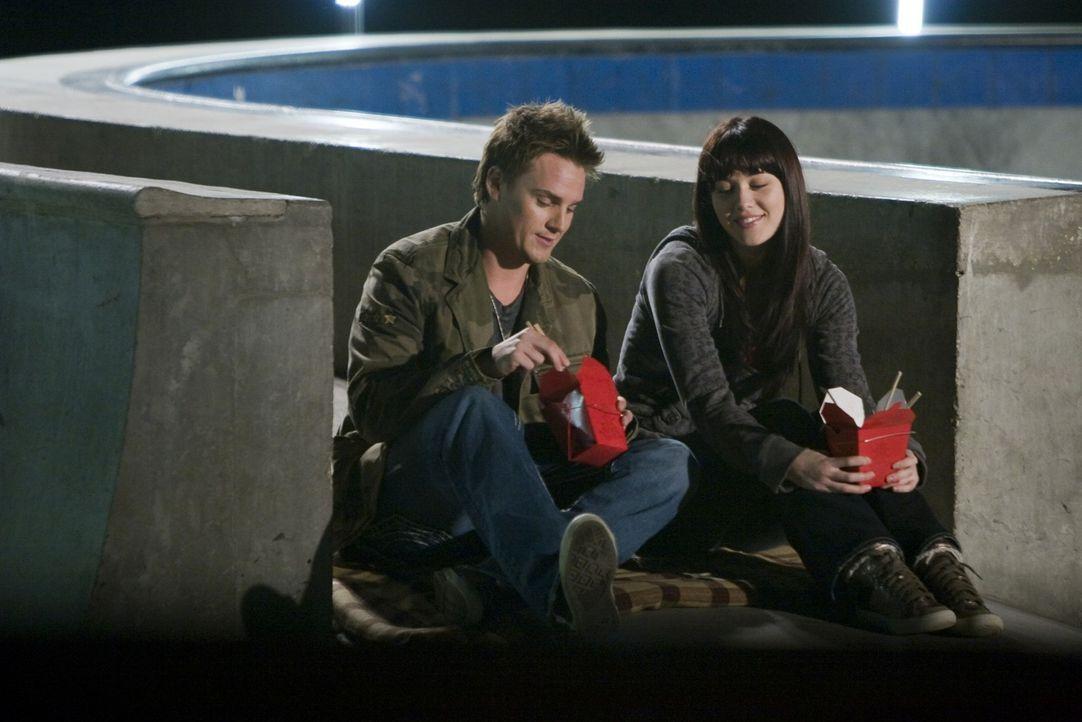 In Chicago lernt Lauryn (Mary Elizabeth Winstead, r.) Russ (Riley Smith, l.) kennen. In ihm findet sie einen guten Freund, der sie bei ihrem Traum u... - Bildquelle: Kinowelt GmbH