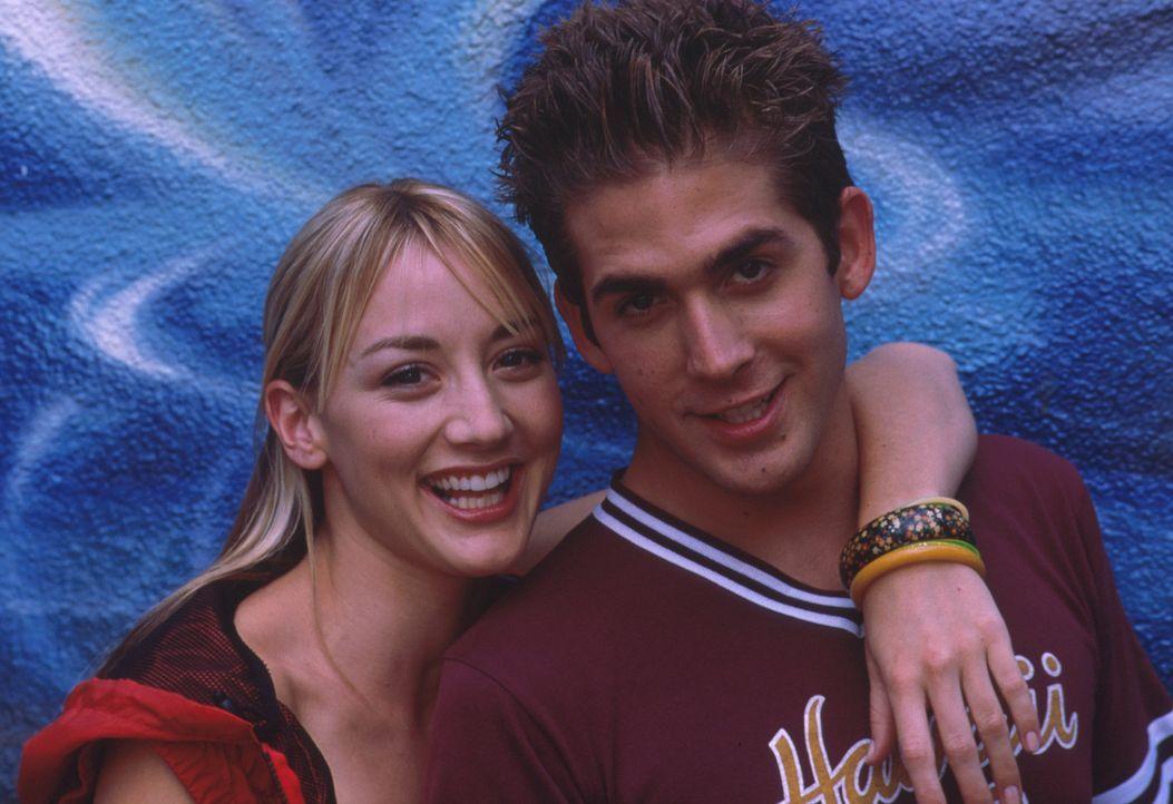 Ein Herz und eine Seele: Billy (Eric Szmanda, l.) und Maya (Bree Turner, r.). Jedoch nach kurzer Zeit kommt es zu ersten Missverständnissen ... - Bildquelle: Mistral Pictures, LLC
