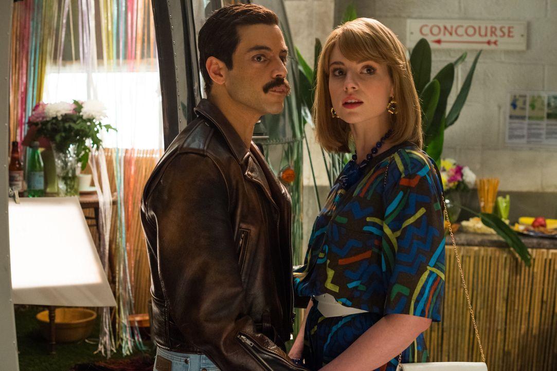 Freddie Mercury (Rami Malek, l.); Mary Austin (Lucy Boynton, r.) - Bildquelle: Alex Bailey 2018 Twentieth Century Fox Film Corporation.  All rights reserved. / Alex Bailey