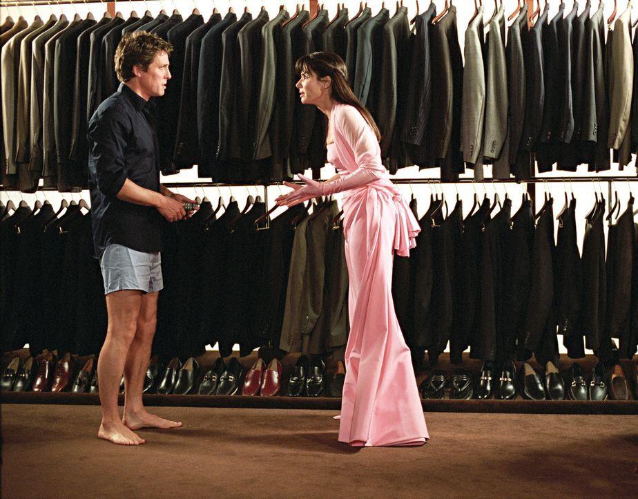 Ohne Lucy Kelson (Sandra Bullock, r.), Anwältin und Chefberaterin der Wade Corporation, kann sich Millionär und Firmenbesitzer George Wade (Hugh Gra... - Bildquelle: Warner Bros.
