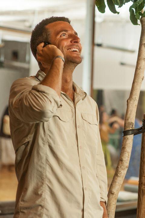 Brian Gilcrest (Bradley Cooper) ist Lieferant für das Militär. Ein neuer Auftrag schickt ihn nach Hawaii, dort soll er für das Honolulu Space Progra... - Bildquelle: 2015 Columbia Pictures Industries, Inc. All Rights Reserved.