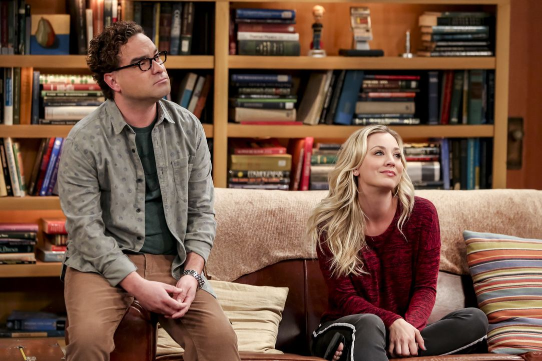 Leonard (Johnny Galecki, l.); Penny (Kaley Cuoco, r.) - Bildquelle: Michael Yarish Warner Bros./Michael Yarish