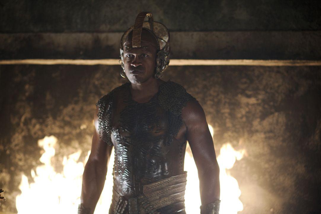 Kämpfen, bis Charon oder Anubis (Marcus Johnson) kommt ... - Bildquelle: 2010 Starz Entertainment, LLC